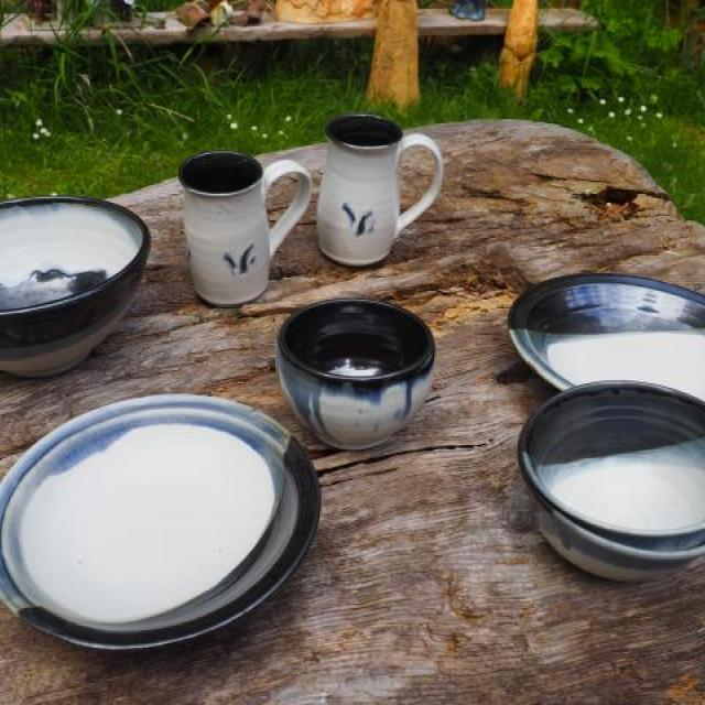 Tableware black and white